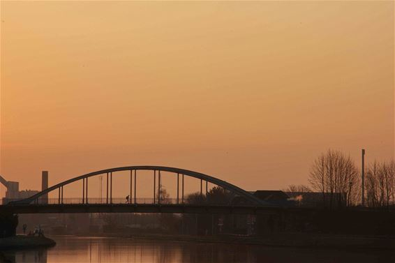 Brug in Barrier in de ochtendzon - Lommel