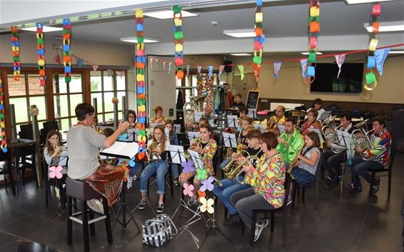 Jeugdfanfare Kleine Brogel goes Flower Power - Peer