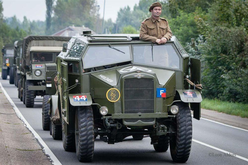 militaire voertuigen rijden