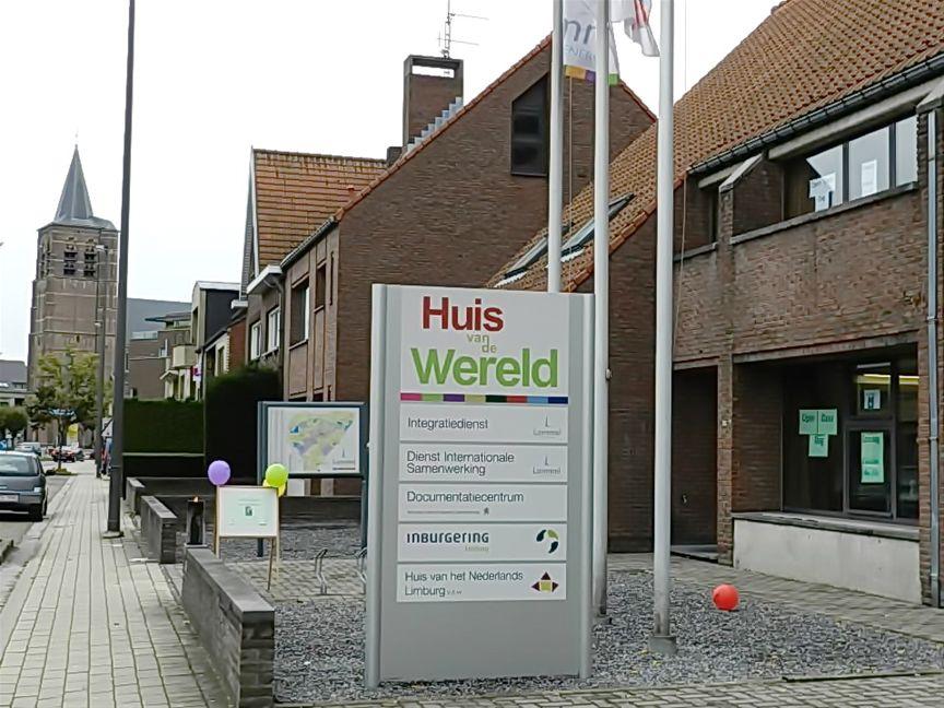 Lommel ook 39 huis van de wereld 39 hield opendeur internetgazet - Kroonluchter pampille huis van de wereld ...